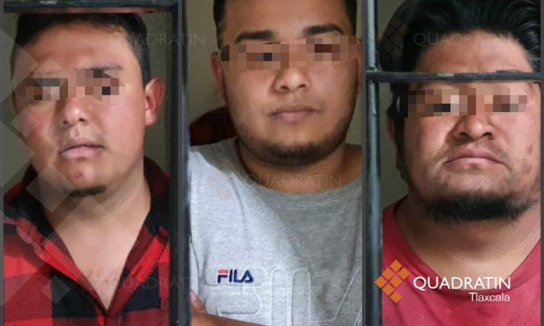 Asegura policía de Tlaltelulco a tres presuntos delincuentes y frustran atraco
