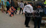 Familia resulta lesionada tras sufrir choque vs objeto fijo en Tetlatlahuca